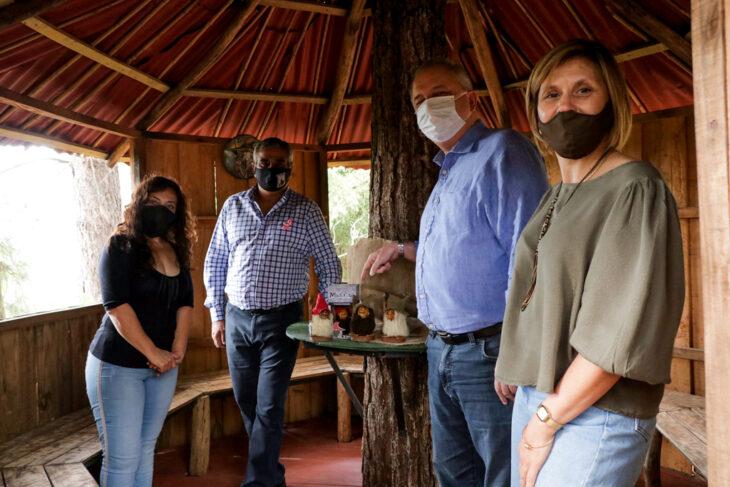 """""""El misionero encuentra la vuelta a las dificultades y siempre sale para adelante"""", consideró Passalacqua en visita a emprendedores de Garupá"""
