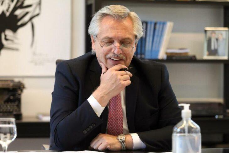 El presidente de Francia se comprometió a ayudar a Argentina en la negociación con el FMI