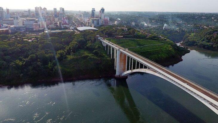 Abdo y Bolsonaro acordaron abrir sus fronteras antes del 15 de octubre