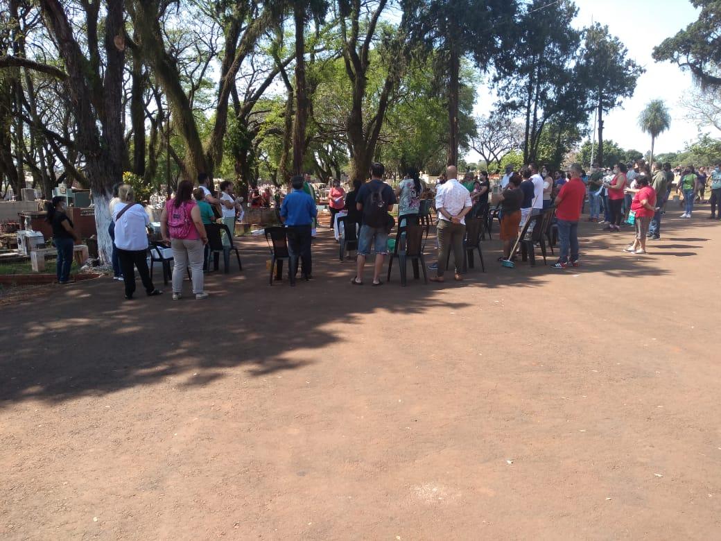Gran afluencia de personas en el Cementerio La Piedad para honrar a las madres fallecidas