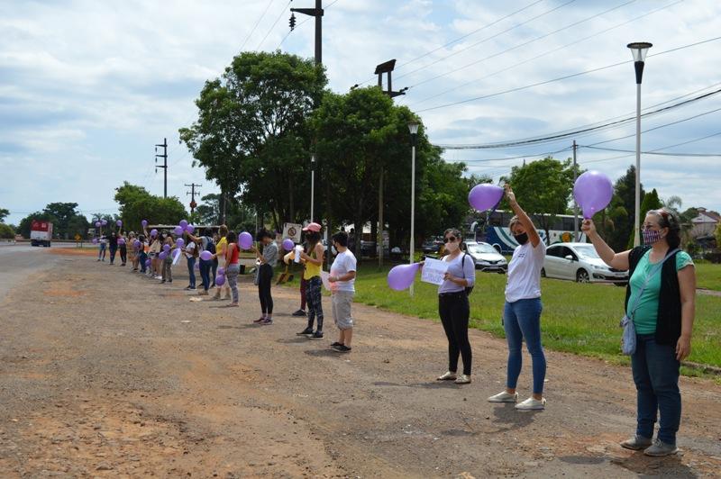プエルトリコ:本日、ジャルディンアメリカでの若い女性のレイプを否定するデモが行われました。