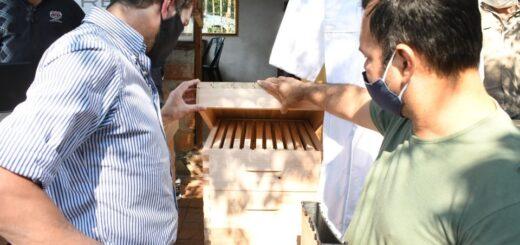 Yacyretá entregó kits de Apicultura a Asociaciones Civiles