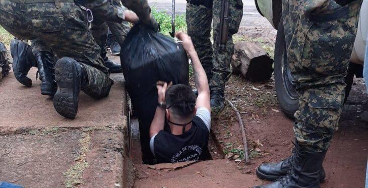 La Policía halló más de 275 kg de marihuana oculta en una alcantarilla de Posadas
