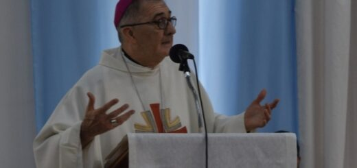 """Carta del obispo de Posadas, Juan Rubén Martínez: """"El gozo de la familia"""""""