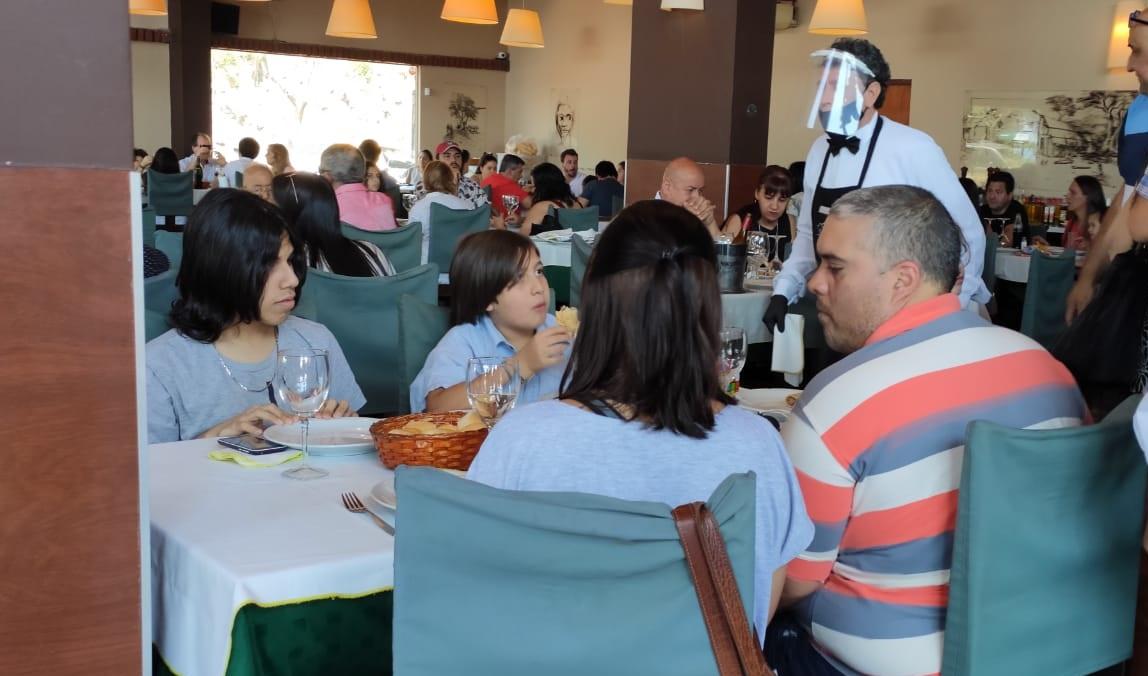 Los misioneros celebraron el Día de la Madre en restaurantes