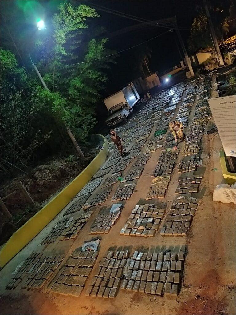麻薬密売へのクーデター:アルゼンチン海軍省は、ミシオン州プエルトピレイで2,830キロ以上のマリファナを押収しました
