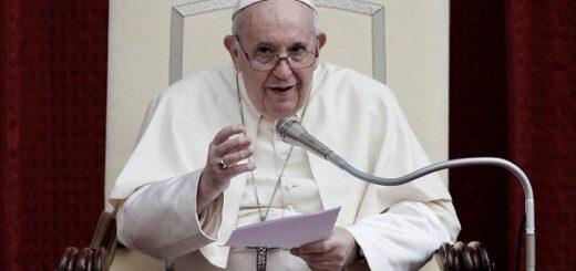 """El Papa Francisco pidió """"rehabilitar la política"""" para enfrentar la pospandemia"""