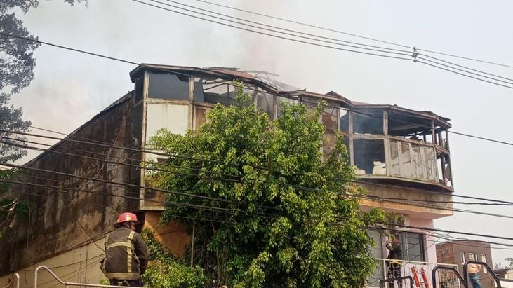 Un incendio consumió gran parte de un inquilinato en Posadas: las pérdidas solo fueron materiales