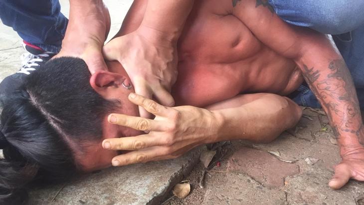 Una joven posadeña fue víctima de un arrebato, pero lejos de paralizarse por el miedo corrió al ladrón y lo redujo con ayuda de vecinos