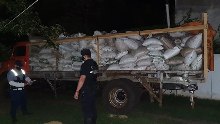 La Policía interceptó un cargamento de soja sin el aval aduanero en El Soberbio