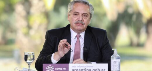 """Alberto Fernández elogió a Juan Grabois y advirtió que """"el método no es tomar tierras"""""""