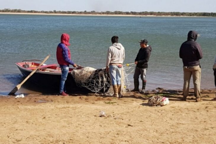 A un mes del naufragio, limpian la zona de búsqueda para encontrar los cuerpos de los jóvenes desaparecidos en el río Paraná