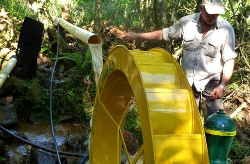 Técnicos del Ministerio del Agro trabajan junto a familias productoras en recuperar las cuencas hídricas en las chacras
