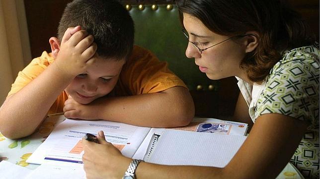 Educación en cuarentena: estudio revela que mientras más pobre es un hogar, mayor es la desigualdad en el reparto de las tareas escolares