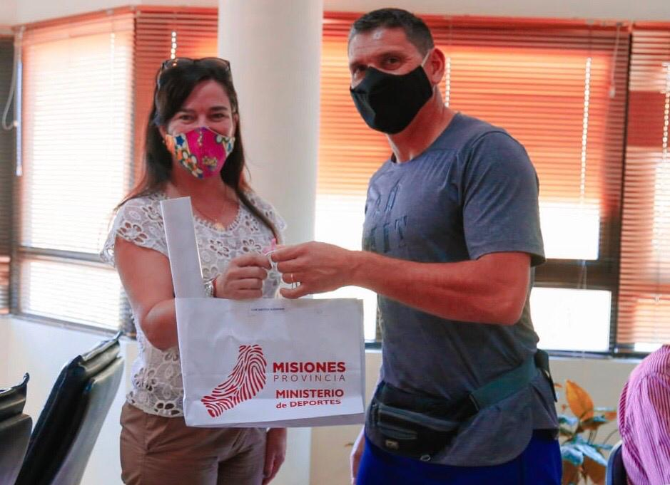 """Eldorado: realizaron la entrega de la 4° edición del """"Deporbono"""" a instituciones deportivas"""