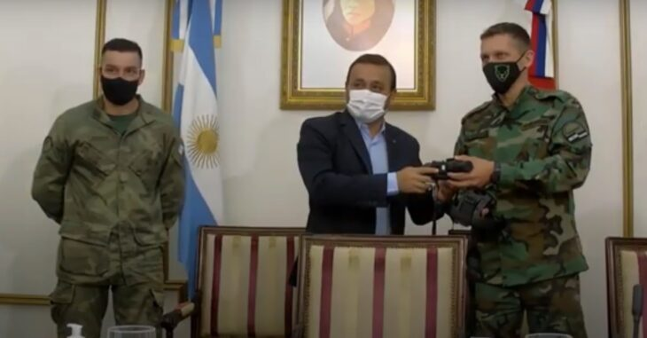 El gobernador de Misiones Oscar Herrera Ahuad participó de la entrega de equipamiento para los guardaparques en el marco del proyecto Zorropitoco
