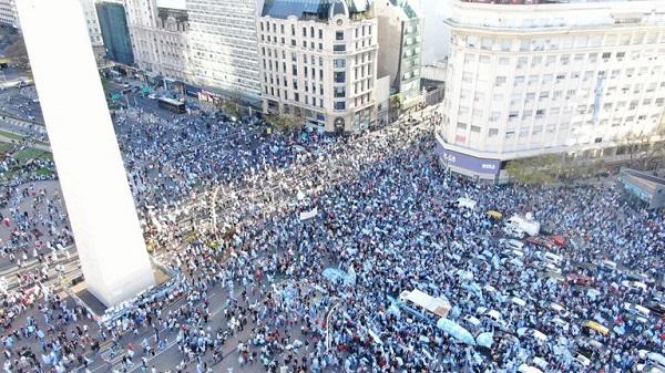 Hubo movilizaciones opositoras en el Obelisco y en varias ciudades del interior del país