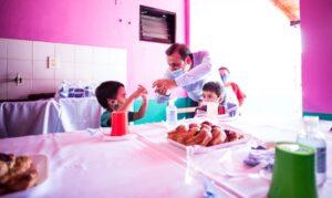 El gobernador Herrera Ahuad anunció asistencia destinada a aliviar gastos de servicios en comedores y merenderos