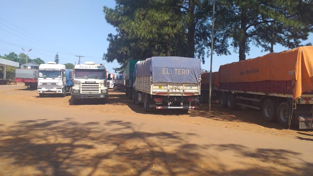 Ocho Camiones incautados en operativo del Gobierno de Misiones que desarticuló millonario contrabando de mercadería ilegal