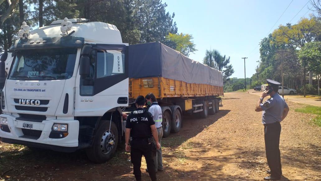 Oito caminhões apreendidos em operação do Governo de Misiones que desmantelou contrabando milionário de mercadoria ilegal