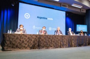 """Oscar Herrera Ahuad: """"El planteo de Misiones fue tomado como un ejemplo por la necesidad que tiene la Argentina de ser competitiva"""""""