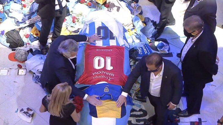 El Presidente despidió los restos de Diego Maradona, que son velados en la Casa Rosada