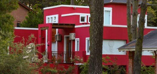Usurparon una casa y la pintaron de otro color
