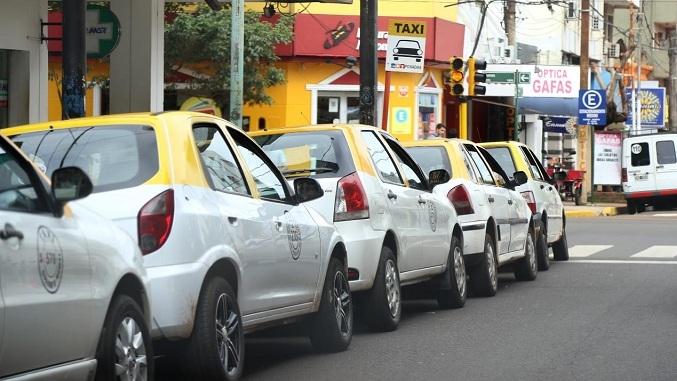 """Taxista posadeño amenazó con """"salir a cazar"""" vehículos de UBER y estalló la polémica"""