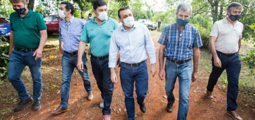 Tres Capones: el Gobernador de Misiones entregótractores, subsidios y anunció obras