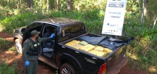 Narcotráfico: Un hombre escapó del control de la Fuerza y abandonó casi 800 kilos de marihuana en Colonia Mado