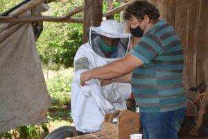 Impulsan la apicultura como actividad alternativa para productores carboneros de Arroyo del Medio