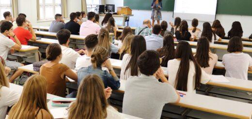 Habilitan la vuelta a clases presenciales en las universidades