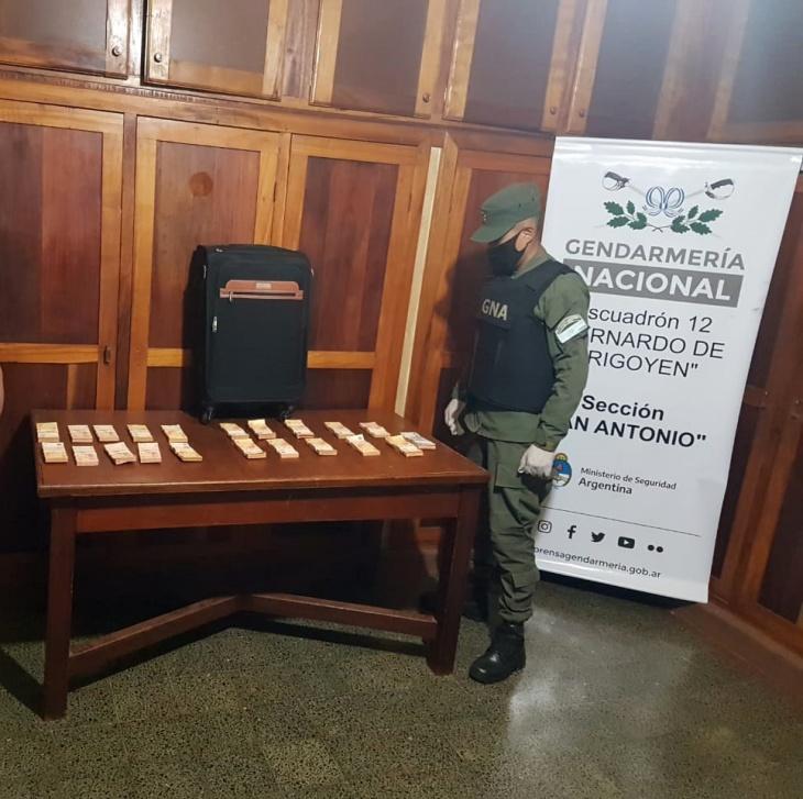 Lavado de dinero: detuvieron a un hombre que trasladaba 2 millones de pesos sin declarar en Bernardo de Irigoyen
