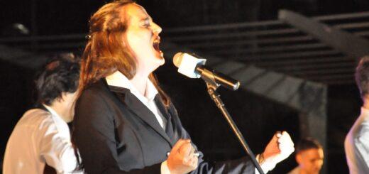 Luego de 24 años sin presencia femenina, la cantante Pamela Ayala se unió a la Orquesta Folklórica Municipal