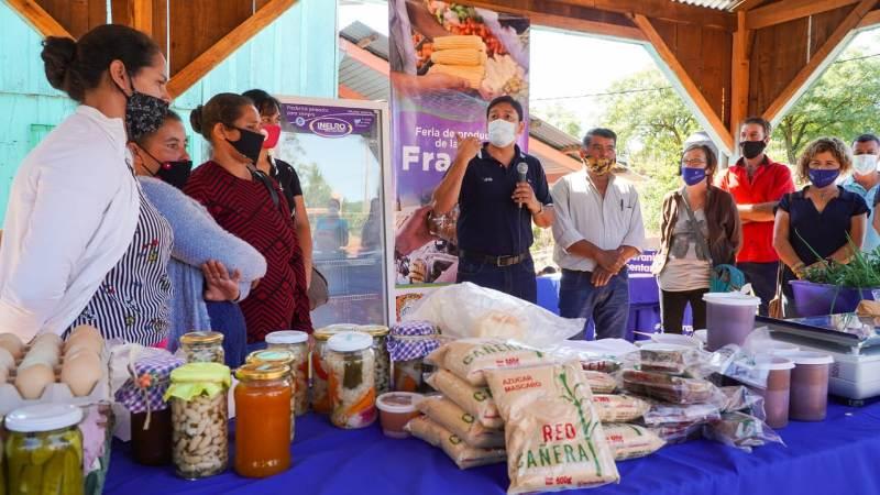 IFAI y Agricultura Familiar entregaron equipamientos a feriantes de Fracrán