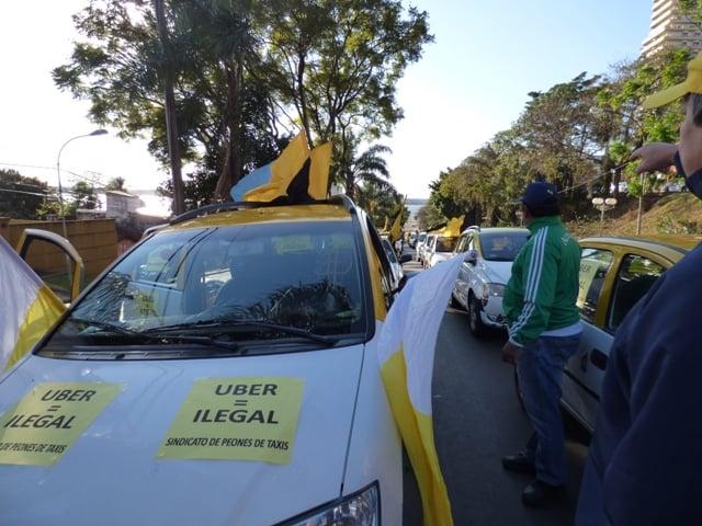 """El diputado Gervasoni cuestionó a los taxistas que salen a cazar Uber: """"No se puede andar por la calle patoteando gente"""""""