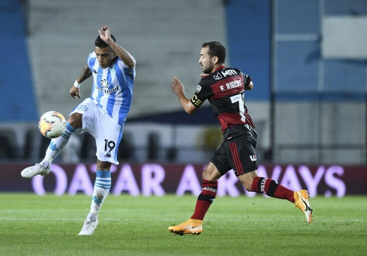 Con un arbitraje polémico, Racing y Flamengo empataron en la ida de los octavos de la Libertadores