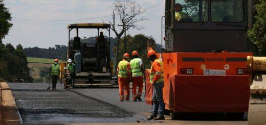 Se incrementó el ritmo de trabajo en la pavimentación de la Ruta Provincial N° 220