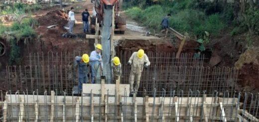 Vialidad avanza con obras de nuevos puentes en Puerto Esperanza y Colonia Delicia