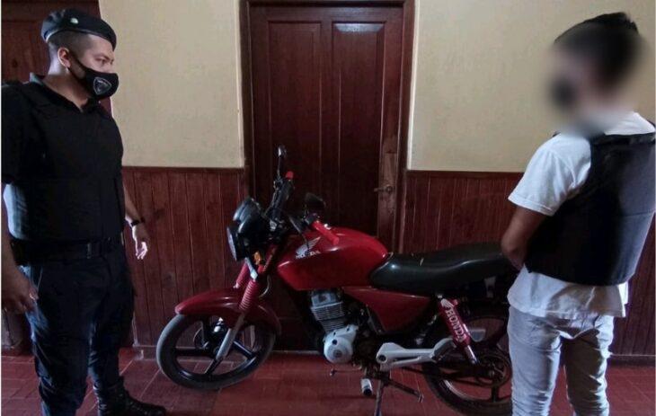 Robó una moto en Jardín América e inmediatamente fue descubierto