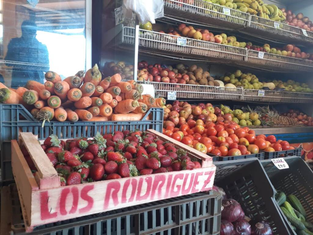 """Aseguran que las frutas y verduras aumentan de precio """"cada semana un 20%""""  y el consumo es cada vez más fraccionado"""