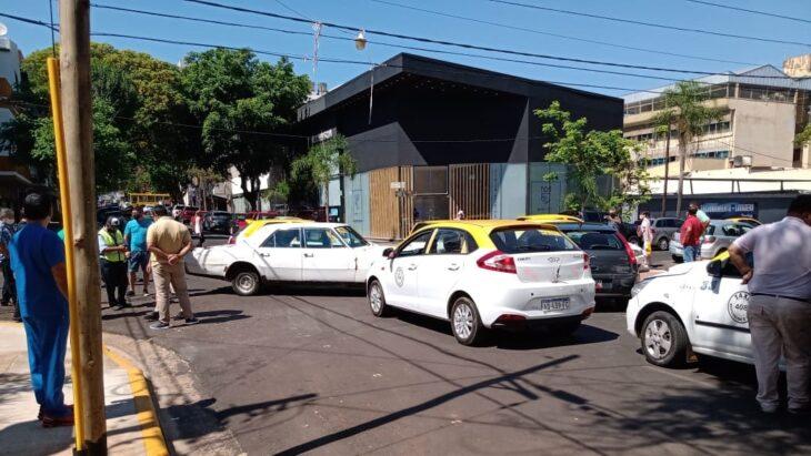 El chofer del diputado Gervasoni denunció a los taxistas que salieron a cazar autos de Uber y lo confundieron con uno