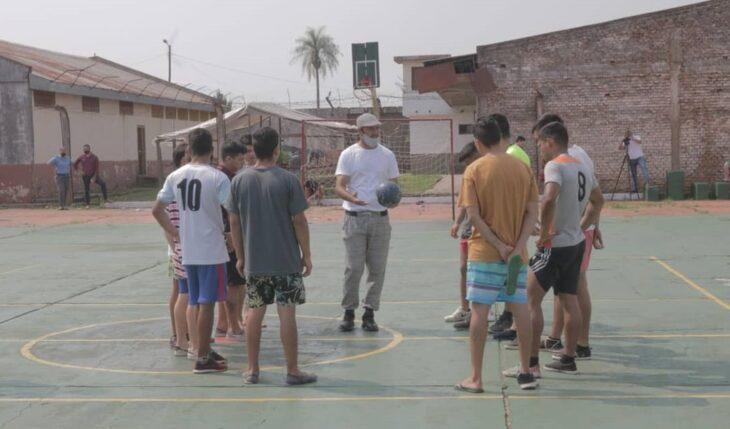 """El fútbol avanza en las unidades penales de Misiones: """"Queremos darle una herramienta para cuando se tenga que reinsertar en la sociedad"""""""