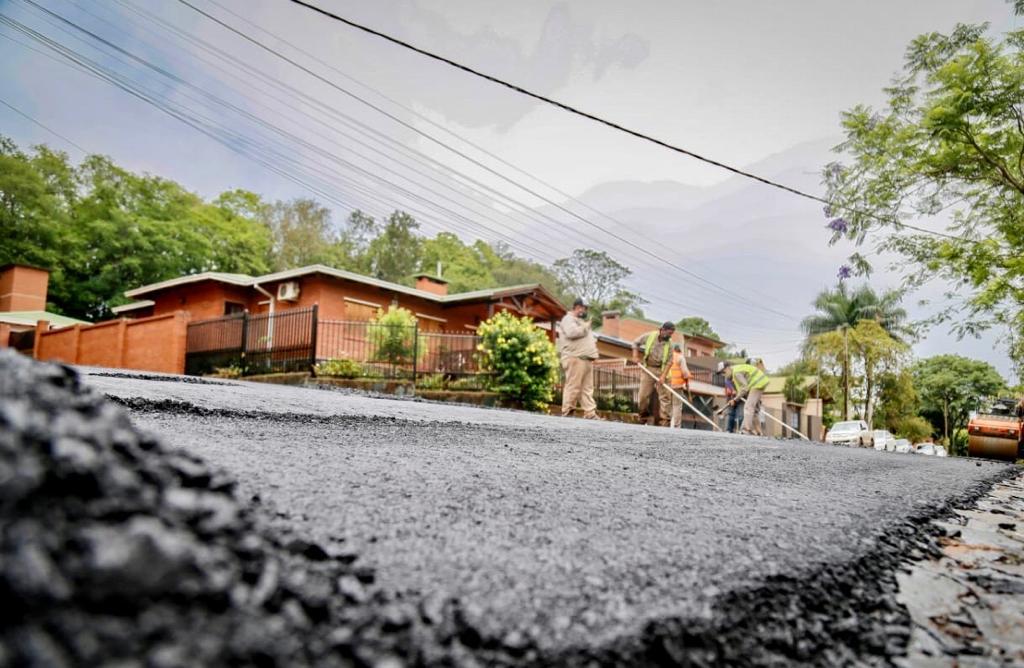 Eldorado: avanzan los trabajos de asfaltado sobre empedrado y preparan la segunda etapa