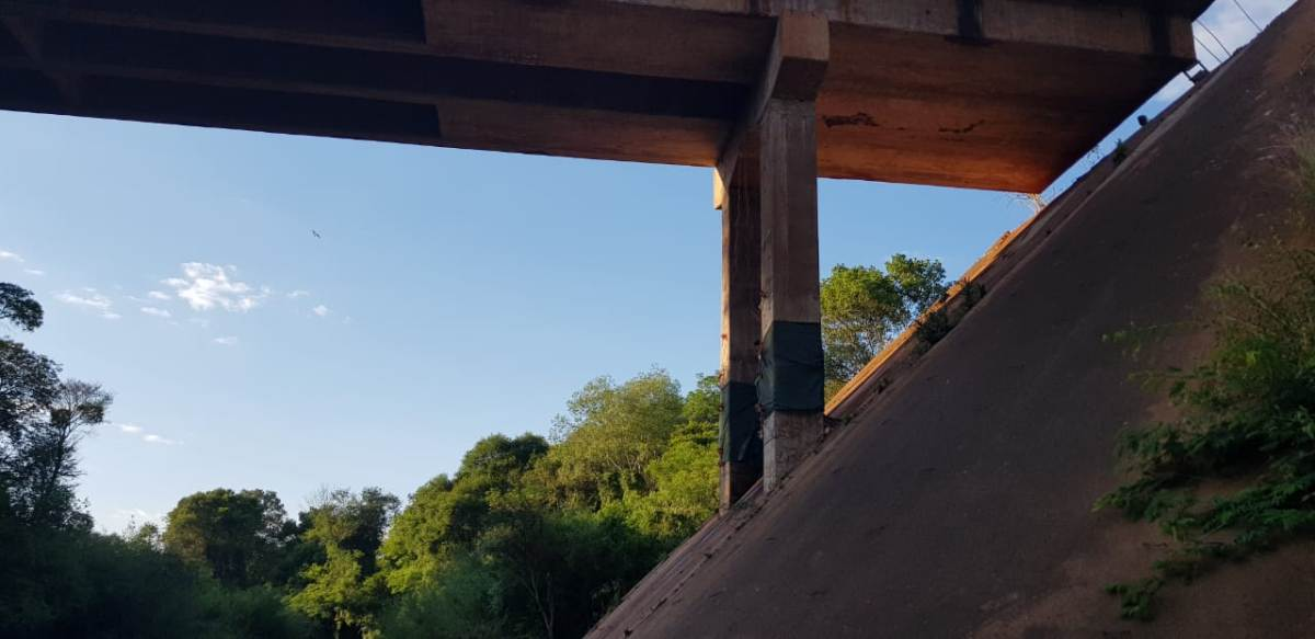 Video: así fue la tremenda explosión con la que volaron el puente sobre el Cuña Pirú en la ruta 7 para construir el nuevo