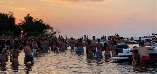 """Sostienen que en la Isla del Medio se respetaron los protocolos sanitarios y que la fiesta con jóvenes fue """"en bancos de arena aledaños"""""""