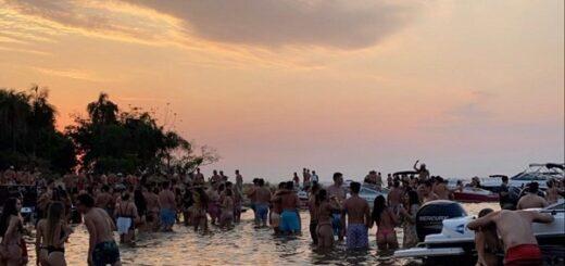 """Una nueva """"juntada"""" con más de 50 lanchas y cientos de jóvenes, se realizó en la Isla del Medio este fin de semana en aguas del Río Paraná en Posadas"""