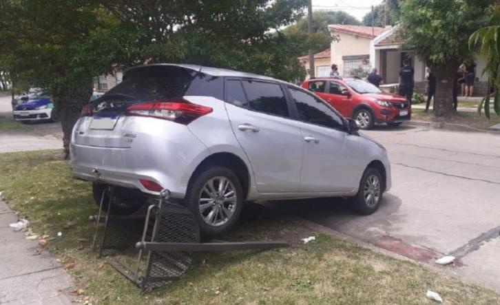 Tragedia: dio marcha atrás con su auto, atropelló y mató a su esposa