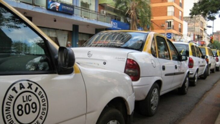 Taxistas se manifestaron hoy en protesta contra la plataforma Uber en Posadas
