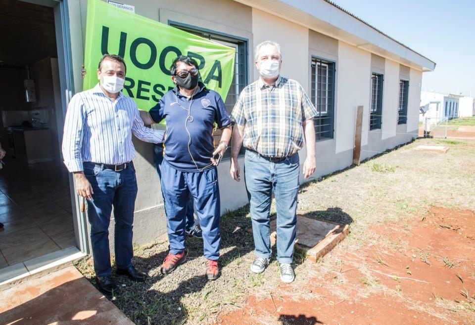 Oscar HerreraAhuadがPosadasで200以上の家を配達しました